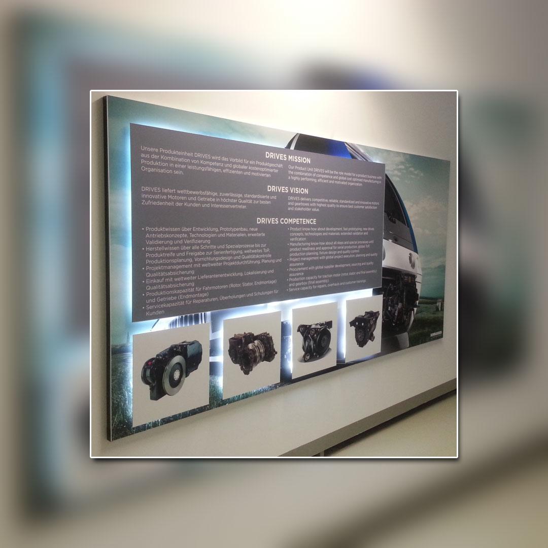 Bombardier Ausstellung beleuchtete Wandschilder