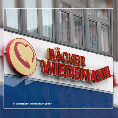 Außenwerbung mit beleuchteten Buchstaben - Bäcker Wiedemann