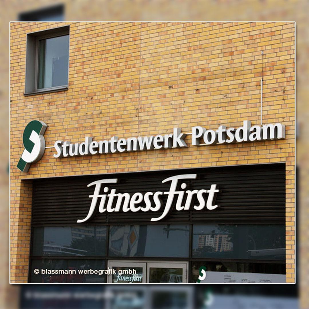 Außenwerbung mit beleuchteten Buchstaben - Studentenwerk Potsdam
