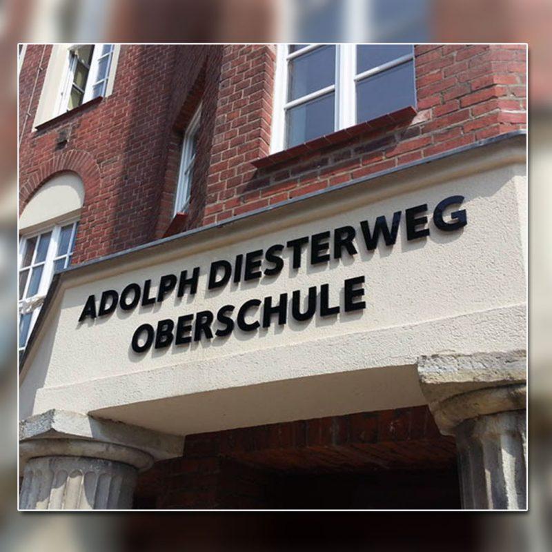 Außenwerbung mit unbeleuchtete-Buchstaben - Adolph Diesterweg Oberschule