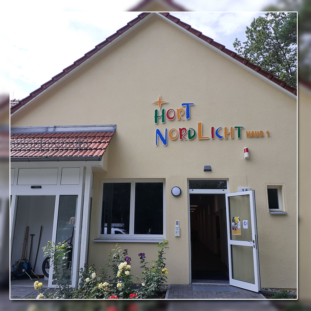 Außenwerbung mit unbeleuchtete-Buchstaben - Kita Nordlicht Hennigsdorf