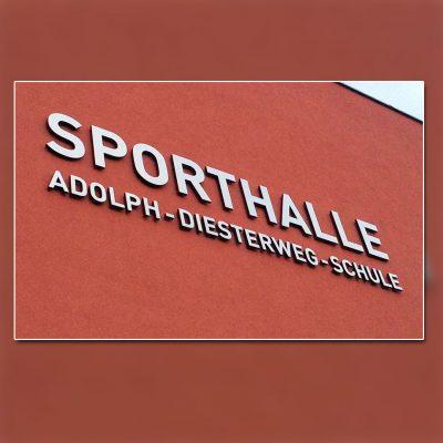 Außenwerbung mit unbeleuchtete-Buchstaben - Sporthalle Hennigsdorf